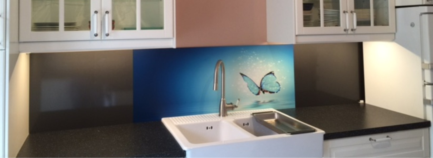 cr dence d co rev tement mural d coratif pour plan de travail en cuisine. Black Bedroom Furniture Sets. Home Design Ideas